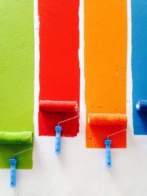Czy nauka języka angielskiego ma coś wspólnego z malowaniem ścian?